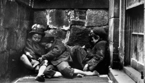 New York street children in 1890.
